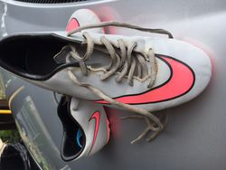 Chaussures de foot Nike Mercurial taille 35