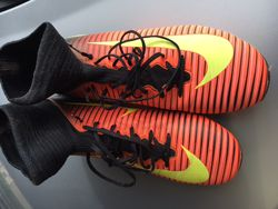 Chaussures Nike Mercurial montantes taille 36.5