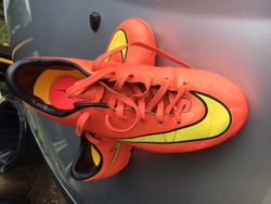 Chaussures de foot Nike Mercurial taille 34