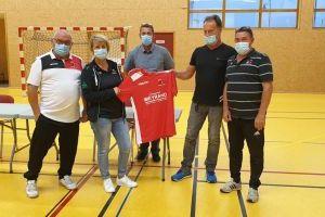 Remise du jeu de maillots offert par la société Meyrand SAS